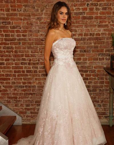 بالصور فساتين العروس انواع عجيبة وجميلة لملابس العرائس 18 49