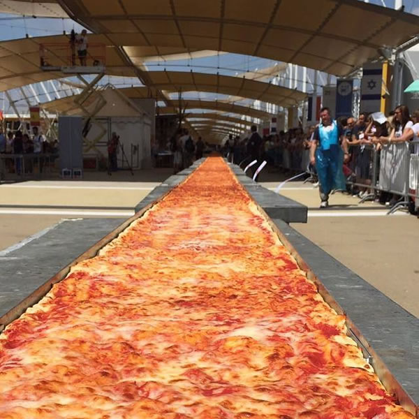 بالصور اكبر بيتزا بالعالم , صور اكبر بيتزا 1081 4
