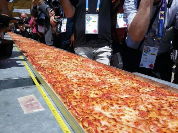 بالصور اكبر بيتزا بالعالم , صور اكبر بيتزا 1081 8