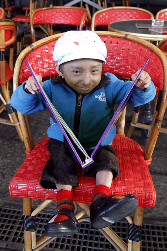بالصور صور اصغر رجل في العالم ,صور لقذم عجيبه سبحان الله 1573 3