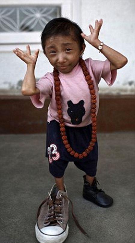 صور صور اصغر رجل في العالم ,صور لقذم عجيبه سبحان الله