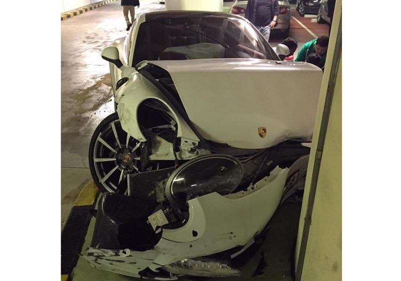 بالصور صور حادث بورش ,حادث مؤسف بسياره بورش 1580 10