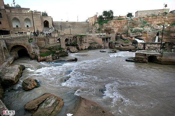 صوره مدينة تجري من تحتها الانهار