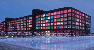 فندق في تركيا مبني من الزجاج