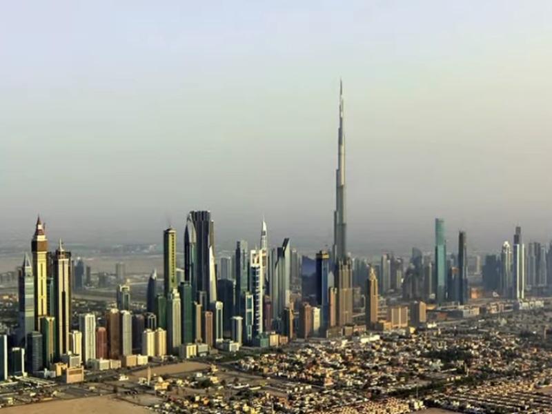 صوره من اعلى برج دبي يظهر انحناء الكرة الارضية