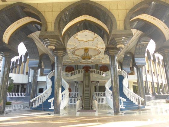 بالصور شوف اروع مساجد العالم مسجد السلطان عمر علي سيف الدين بالصور 465 11