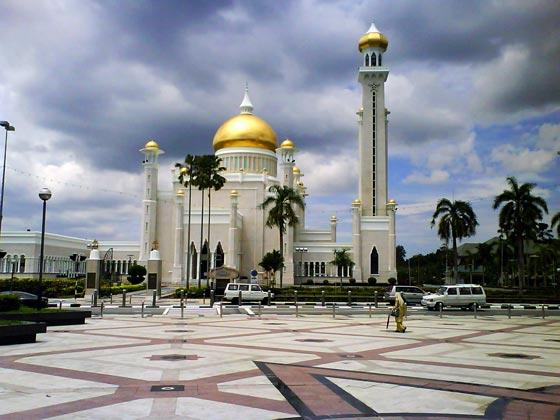 بالصور شوف اروع مساجد العالم مسجد السلطان عمر علي سيف الدين بالصور 465 3
