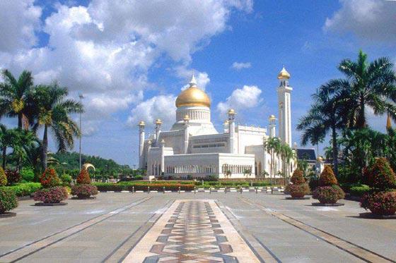 بالصور شوف اروع مساجد العالم مسجد السلطان عمر علي سيف الدين بالصور 465 4