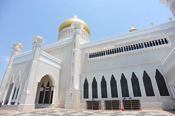 بالصور شوف اروع مساجد العالم مسجد السلطان عمر علي سيف الدين بالصور 465 5
