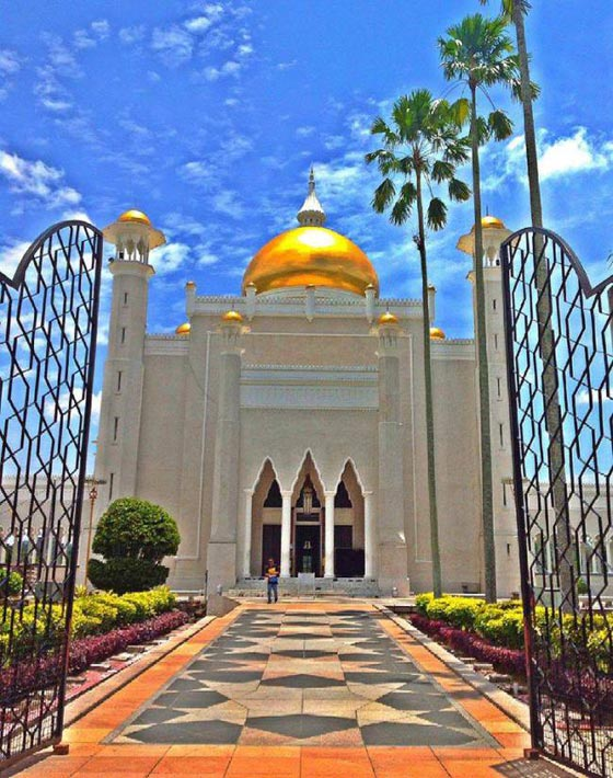 بالصور شوف اروع مساجد العالم مسجد السلطان عمر علي سيف الدين بالصور 465 6