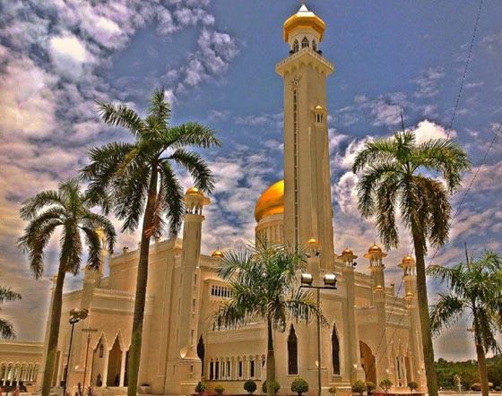 بالصور شوف اروع مساجد العالم مسجد السلطان عمر علي سيف الدين بالصور 465 7