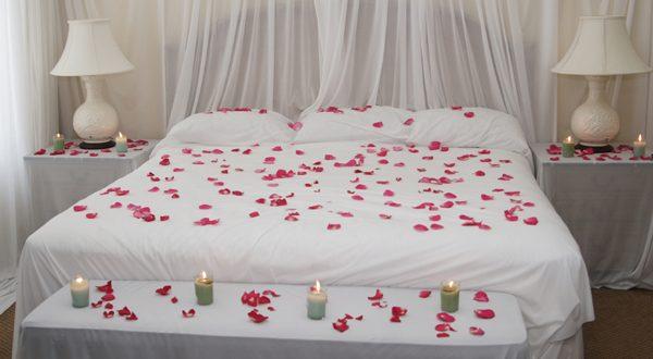 صوره غرف نوم رومانسية بالورد , غرف نوم رقيقه
