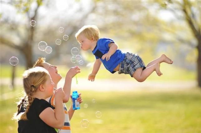 بالصور صور الطفل الطائر      ,    صور عجيبه وغريبه لطفل يطير 1548 2