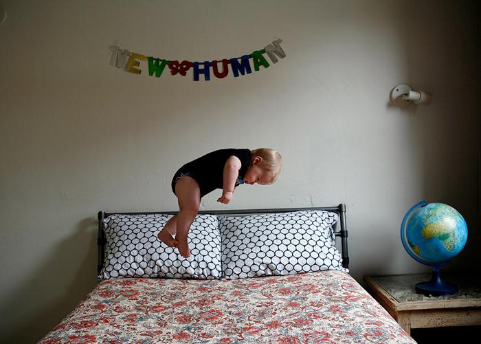 بالصور صور الطفل الطائر      ,    صور عجيبه وغريبه لطفل يطير 1548 5