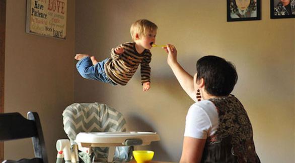بالصور صور الطفل الطائر      ,    صور عجيبه وغريبه لطفل يطير 1548 6