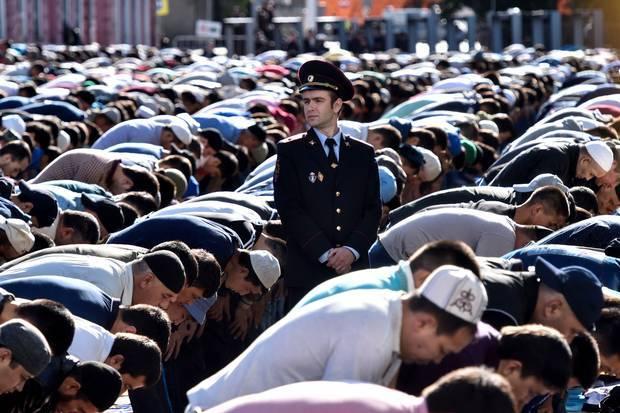 بالصور صلاة العيد في موسكو     ,     مسلمو روسيا وصلاة العيد فى المسجد الجامع فى موسكو 1568 12