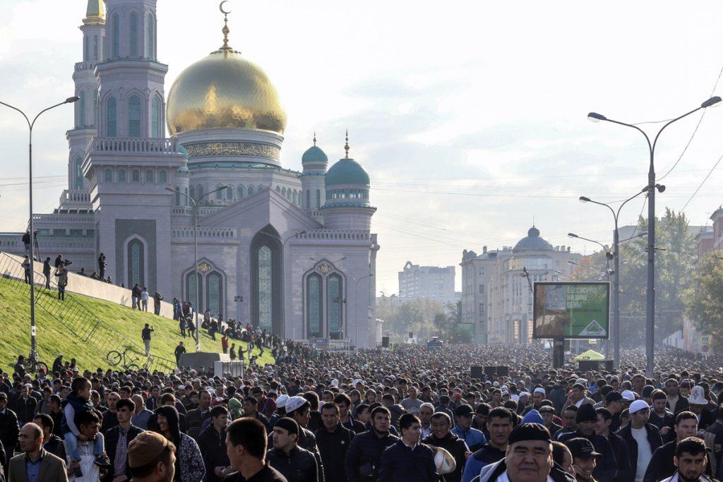 بالصور صلاة العيد في موسكو     ,     مسلمو روسيا وصلاة العيد فى المسجد الجامع فى موسكو 1568 14