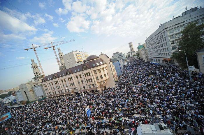 بالصور صلاة العيد في موسكو     ,     مسلمو روسيا وصلاة العيد فى المسجد الجامع فى موسكو 1568 4