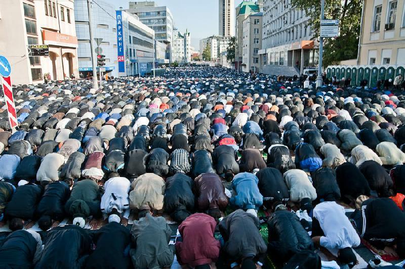 بالصور صلاة العيد في موسكو     ,     مسلمو روسيا وصلاة العيد فى المسجد الجامع فى موسكو 1568 7