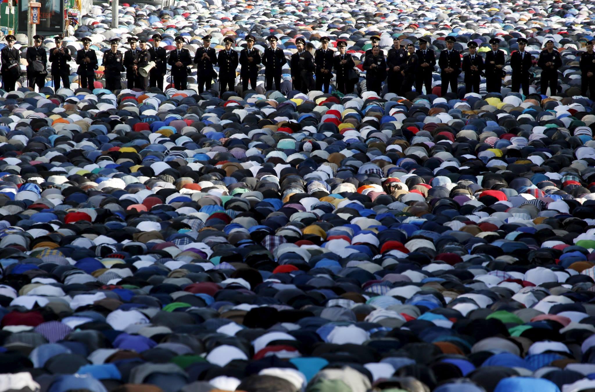 بالصور صلاة العيد في موسكو     ,     مسلمو روسيا وصلاة العيد فى المسجد الجامع فى موسكو 1568 8