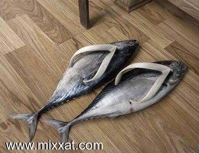 صورة احذيه غريبه ومضحكه , مع جنون الموضة
