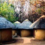 البيوت في افريقيا , من الطين علية رسومات مدهشة