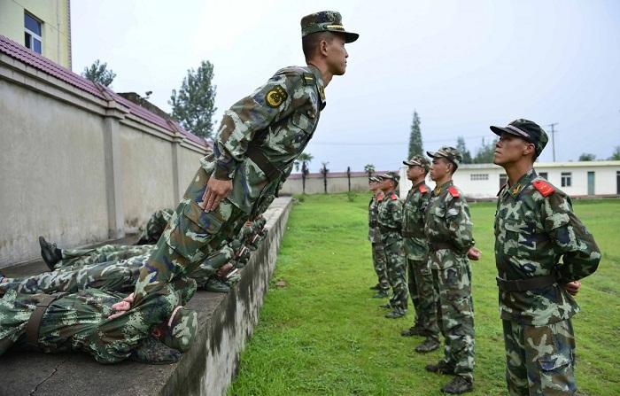 صورة تدريبات الجيش الصيني , دورات بدنية و نفسية