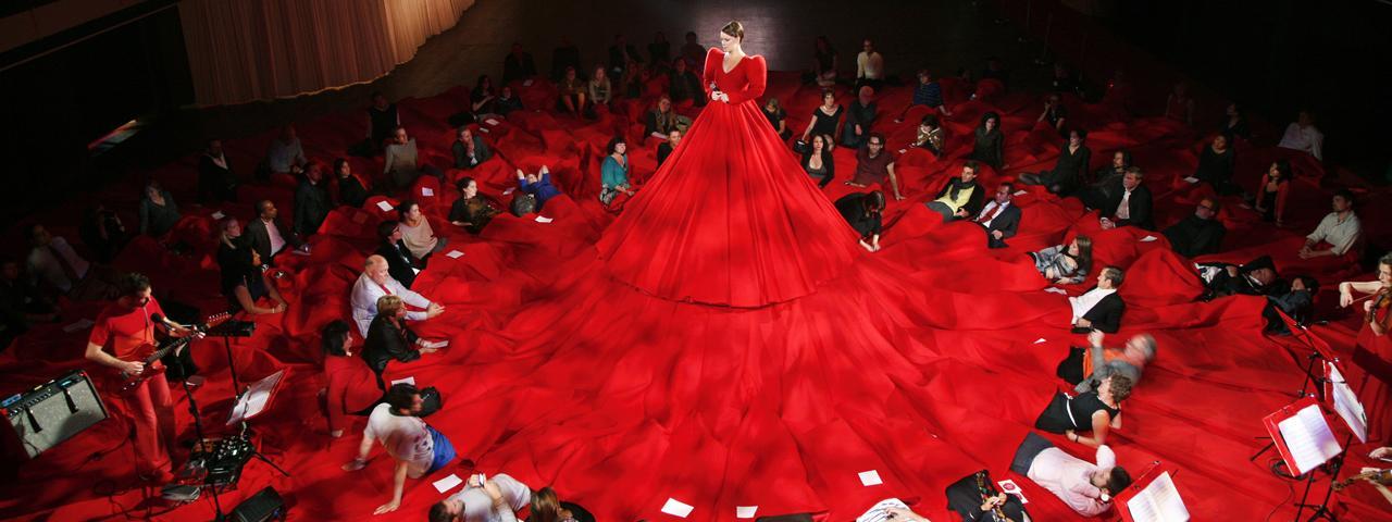 صورة اغرب فستان في العالم , يدخل موسعة جنيس