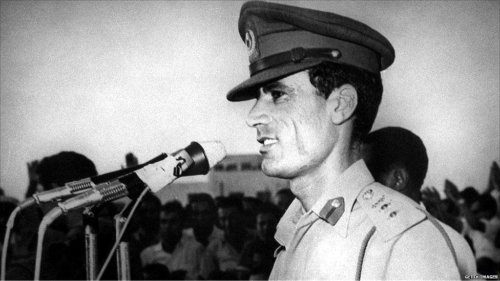 صورة قصة حياة القذافي , اثارت الجدل حولها