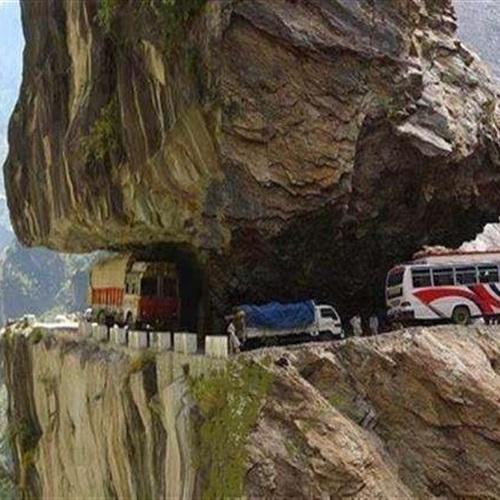 صوره اخطر طريق في العالم , اكثر الحوادث والوفيات تاتي من هنا