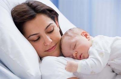 بالصور صور ام وطفلها , الامومه شئ رائع وكل فتاه تحلم به 3669 1