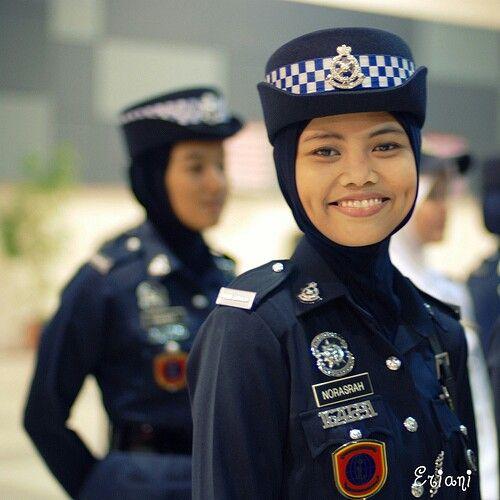 صوره صور الشرطه النسائيه , من الوظائف المنتشرة بالعديد من المدن الاوربية