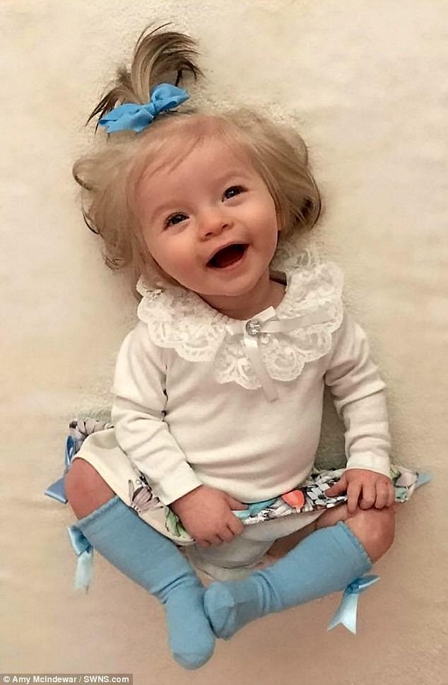 صورة اصغر عارضة ازياء , طفلة عمرها 11 شهر فقط