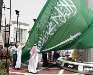 بالصور اطول علم سعودي , سارية العلم الاطول ترفرف فى جده 1433 2