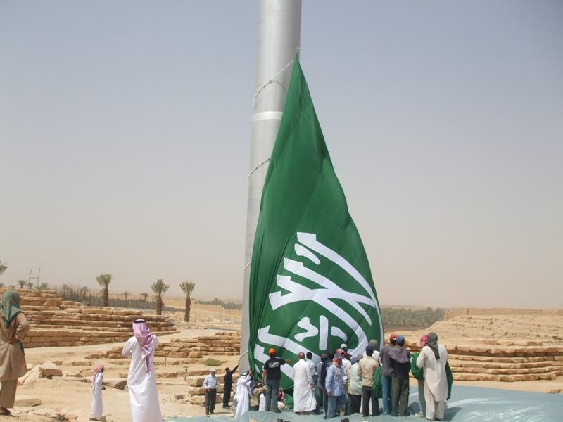 بالصور اطول علم سعودي , سارية العلم الاطول ترفرف فى جده 1433 4