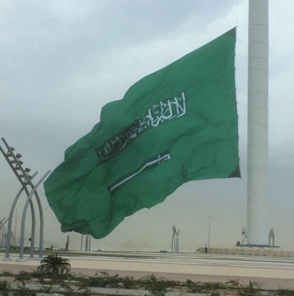 بالصور اطول علم سعودي , سارية العلم الاطول ترفرف فى جده 1433 9