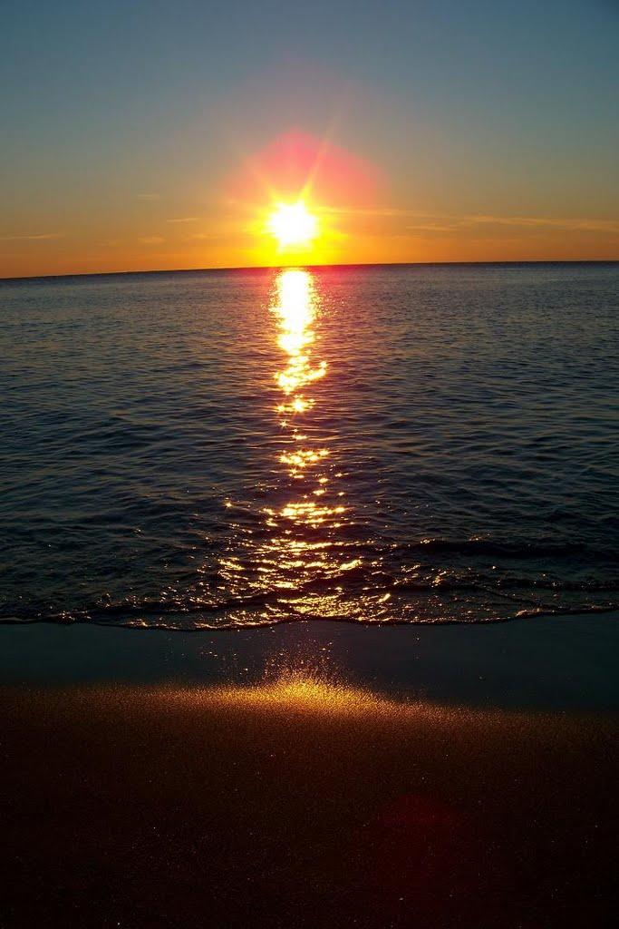 غروب الشمس تحت البحر صورة