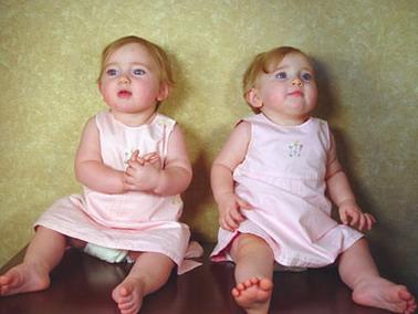 بالصور صور توائم حلوين , اطفال كيوت رائعة 2964 4