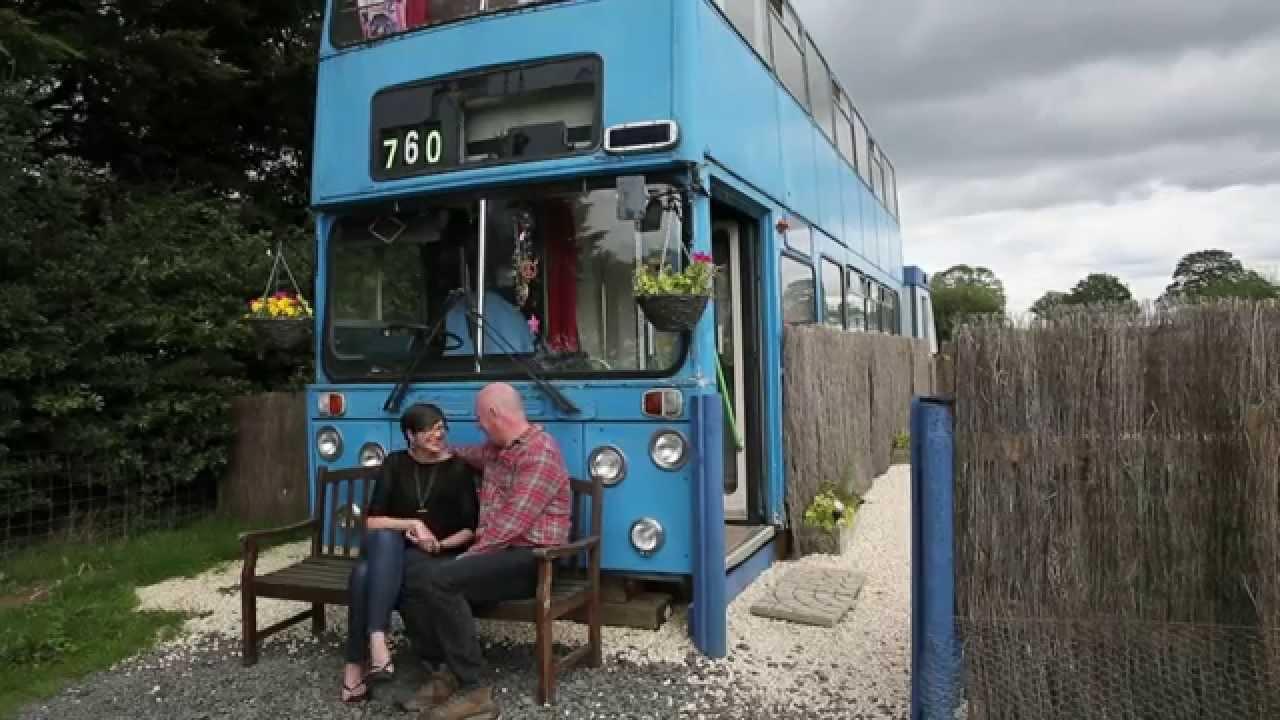 صورة حافلة ومنزل في نفس الوقت , طريقة جديدة للسكن متنقل