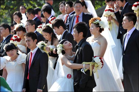 صورة صور زواج جماعي , في حديقة هيديان في بكين 3169 1