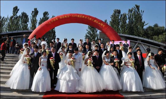 صورة صور زواج جماعي , في حديقة هيديان في بكين 3169 2