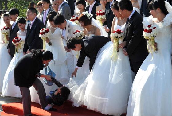 صورة صور زواج جماعي , في حديقة هيديان في بكين 3169 6