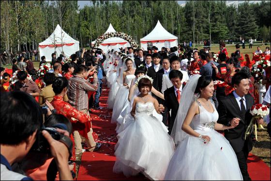 صورة صور زواج جماعي , في حديقة هيديان في بكين 3169 7