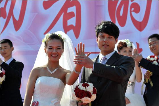 صورة صور زواج جماعي , في حديقة هيديان في بكين 3169 8