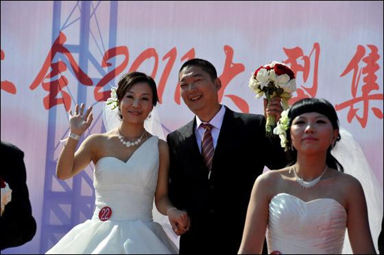 صورة صور زواج جماعي , في حديقة هيديان في بكين 3169 9