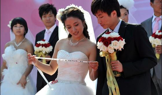 صورة صور زواج جماعي , في حديقة هيديان في بكين