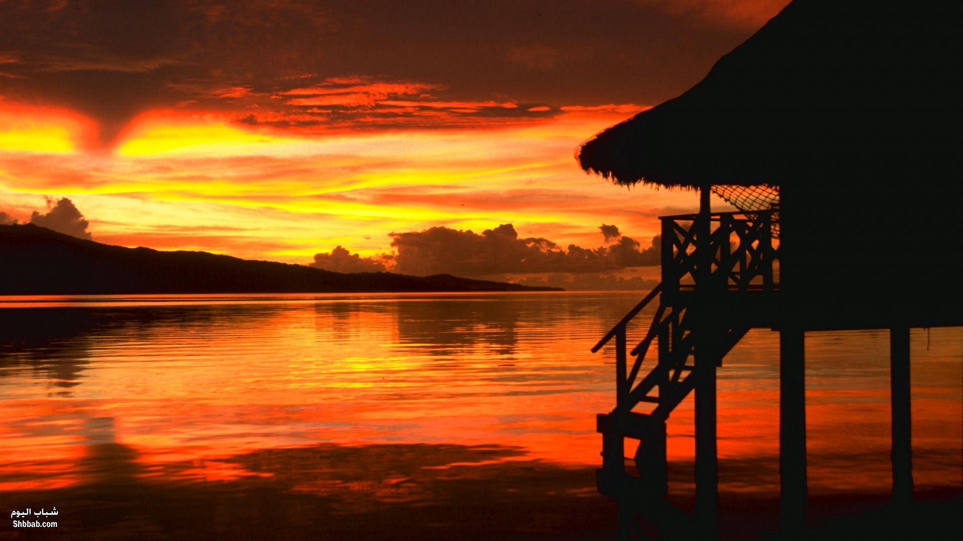 صورة غروب الشمس على شاطئ البحر , سحر الطبيعة الخلابة