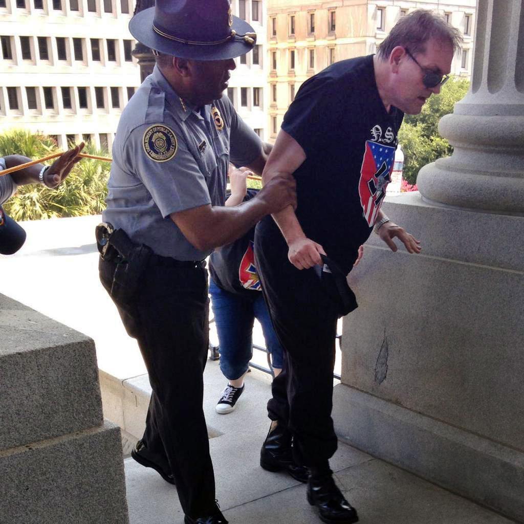 صورة الشرطة في خدمة الشعب , صور لظابط يقوم بواجبه