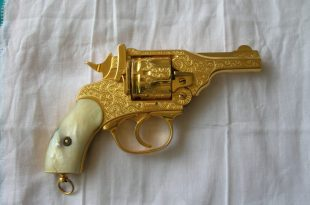 صورة مسدس من ذهب ,  احدث ما صنع من الذهب