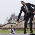 اطول رجل واقصر رجل بالعالم , مجموعه صور تبين فرق احجام بين الناس